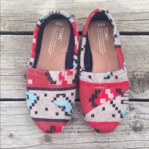 TOMS Tribal Print slip ons wool lining size 5.5